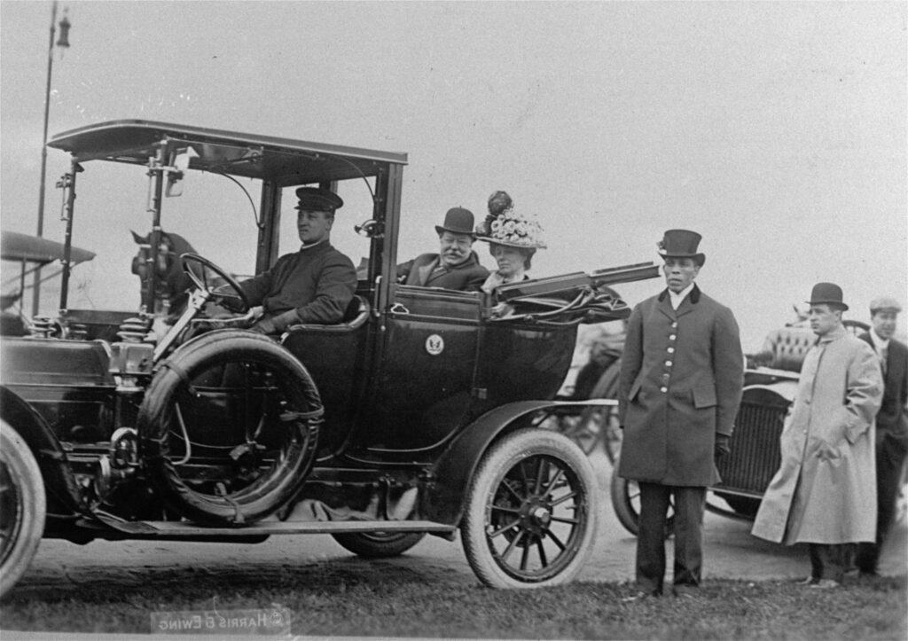 US President and First Lady Woodrow Wilson aboard the presidential limousine - Electric Car