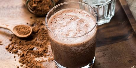 Karlie Kloss' Almond, Banana and Chocolate Shake