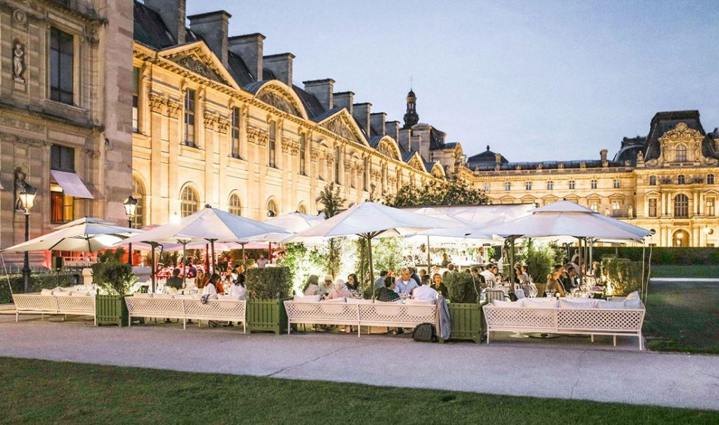 Loulou's stunning outdoor restaurant and bar – Paris Fashion Week
